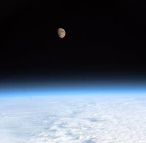 Luna și Pământul. Foto: ESA/NASA