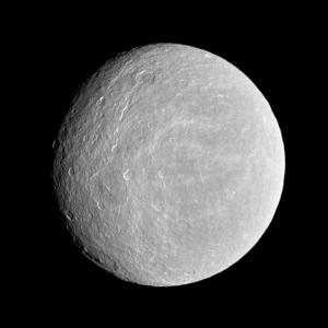 Rhea pe 21 nov 2009. Foto: NASA/JPL/Space Science Institute