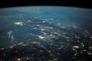 Grecia noaptea. Frumos de sus, urât de jos. Foto:  @Astro_Wheels (Douglas H. Wheelock) / NASA