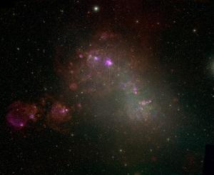 """Norul Mic al lui Magellan. Fiecare cerc rozaliu/roșiatic este un """"rest de supernovă"""". Sute de stele masive s-au transformat în obiecte exotice.  F. Winkler/Middlebury College, the MCELS Team, and NOAO/AURA/NSF"""