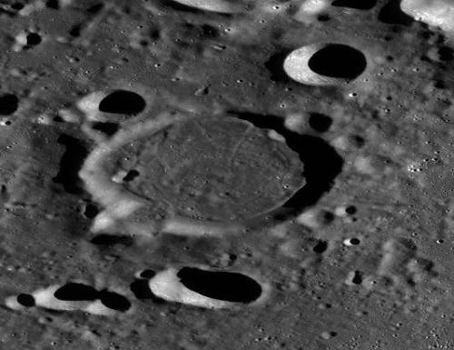 Craterul Haret. Foto: LRO