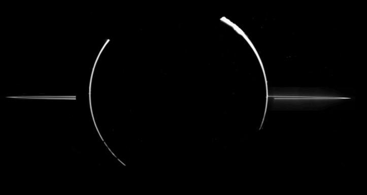 Inelele lui Jupiter. Imagine luată de sonda Galileo în noiembrie 1996. Jupiter se afla în dreptul Soarelui, la 2,3 milioane de km depărtare de sonda. Foto: NASA/JPL/Cornell University