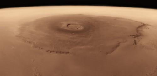 Olympus Mons, cel mai înalt munte de pe Marte. Baza vulcanului este la fel de mare ca țara noastră. Foto: NASA/JPL