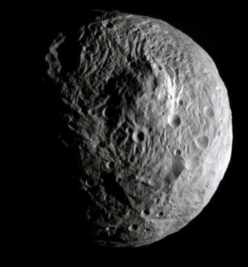Vesta de aproape. Foto: NASA / JPL-Caltech / UCLA / MPS / DLR / IDA