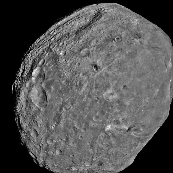 Vesta de la 5000 km depărtare, pe 24 iulie. Foto:  NASA/JPL-Caltech/UCLA/MPS/DLR/IDA