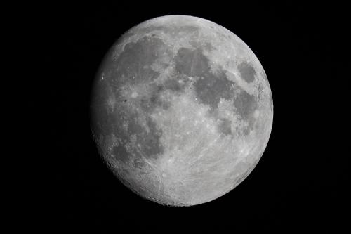 ISS (silueta neagră) peste Lună. Foto: Cătălin Beldea