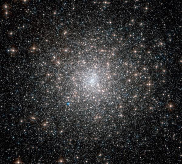 Roliul globular Messier 15. Așa arată 100.000 de stele înghesuite într-o regiune de 175 ani lumină în diametru. Foto:  ESA/Hubble & NASA