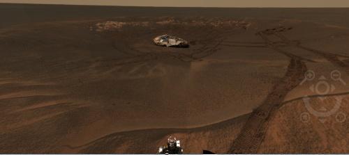 Mini-craterul în care am asolizat și platforma de pe care am plecat. Foto: NASA/JPL