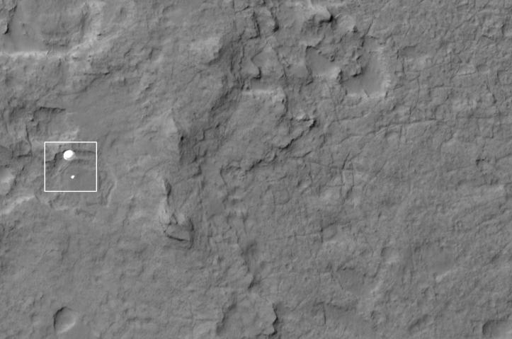 Curiosity în timpul asolizării. Foto: NASA/JPL/University of Arizona
