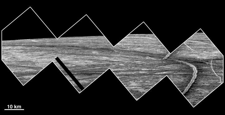 Europa din avion. Nu continentul ci satelitul lui Jupiter. Imagini luate de sonda Galileo în 1999. Foto: NASA/JPL