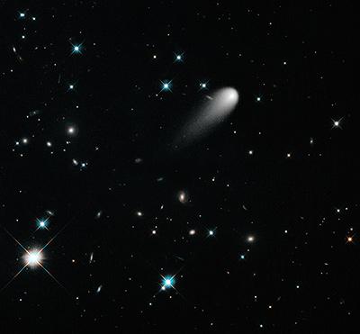 Cometa ISON. Din păcate frumusețea aceasta de cometă nu va cădea în capul celor care nu au ce face. Foto: NASA, ESA, and the Hubble Heritage Team (STScI/AURA)