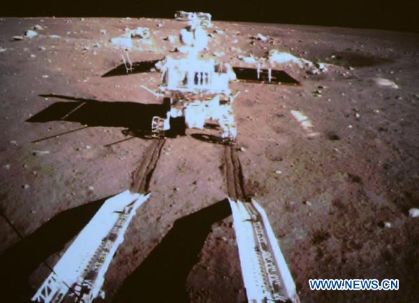 YUTU pe Lună. Foto: Xinhua/Li Xin