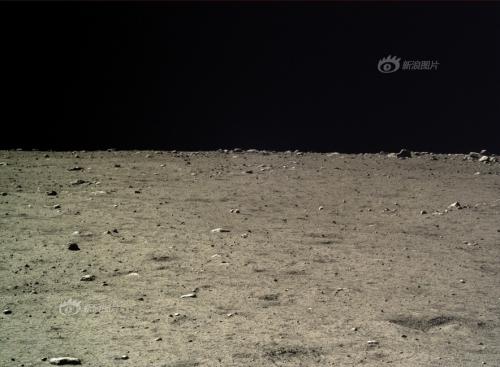 Câmpie selenară. Praf, pietre și multe cratere mici. Imagine luată pe 17 dec 2013. Foto:  Chinese Academy of Sciences