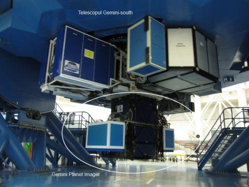 Gemini Planet Imager montat pe telescopul Gemini south. Mare instrument, mare telescop. Foto: Manuel Paredes