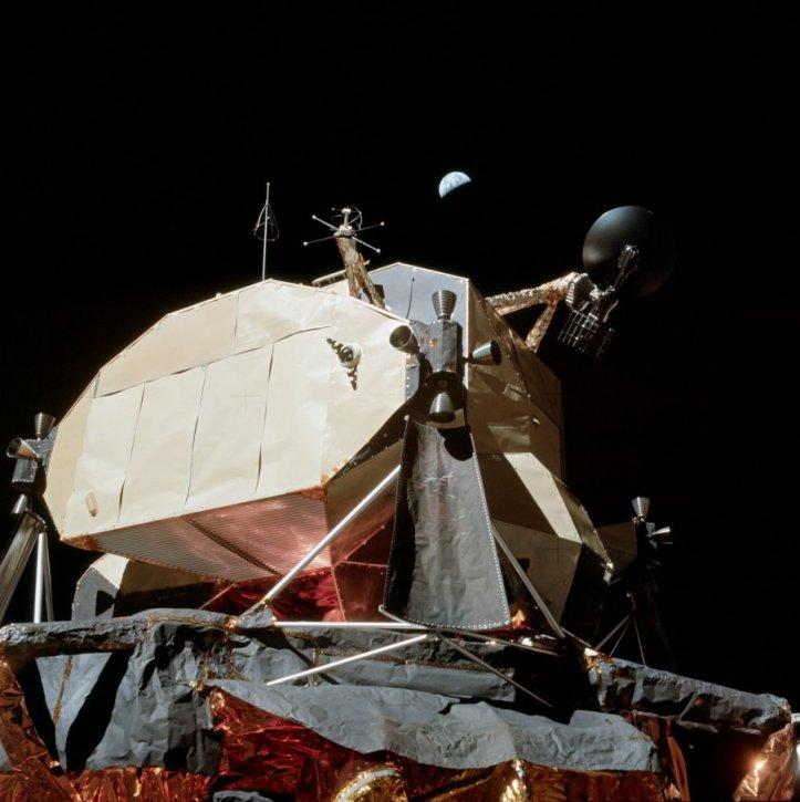 Modulul selenar Apollo 17. Remarcați Pământul. Foto: NASA