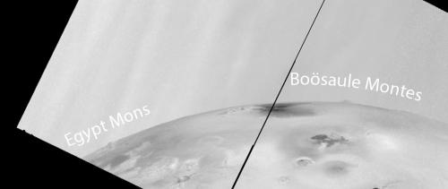 Doi munți vizibili pe limbul planetei. Foto: NASA/JPL/University of Arizona/Jason Perry