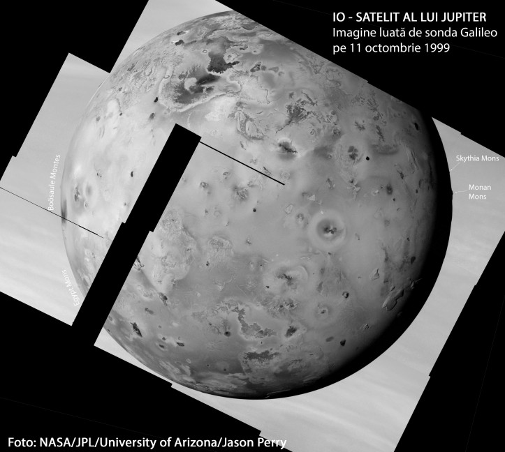 Munți inalți vizibili pe limbul (marginea) satelitului. Foto: NASA/JPL/University of Arizona/Jason Perry