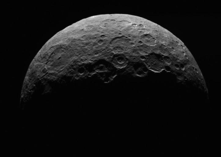 Ceres de la 13.500 km depărtare Imagini luate între 24 și 26 aprilie 2015 de către sonda DAWN. Foto: NASA/JPL-Caltech/UCLA/MPS/DLR/IDA