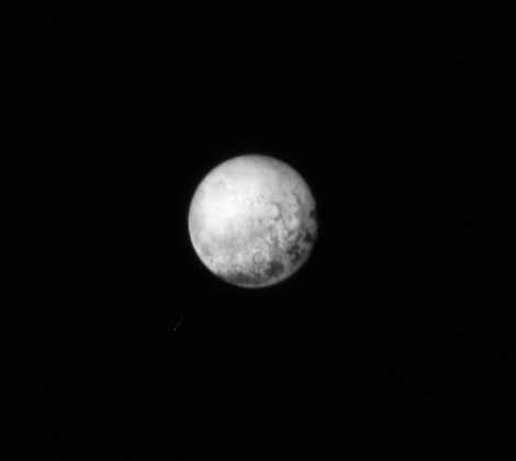 Pluto pe data de 11 iulie, ora 4:05 GMT. Sonda se afla la 4 milioane de km depărtare de planetă. Foto: The Johns Hopkins University Applied Physics Laboratory LLC