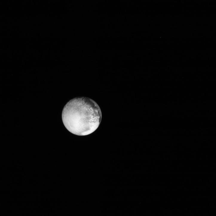 Pluto. Imagine luată de sonda New Horizons în data de 12 iulie, ora 8:46 GMT. Foto: The Johns Hopkins University Applied Physics Laboratory LLC