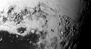 Suprafața planetei pitice Pluto. Imagine luată pe 14 iulie 2015 de sonda New Horizons, de la 77.000 de km depărtare. Cele mai mici detalii au aproximativ 1 km. Foto: NASA/JHUAPL/SWRI
