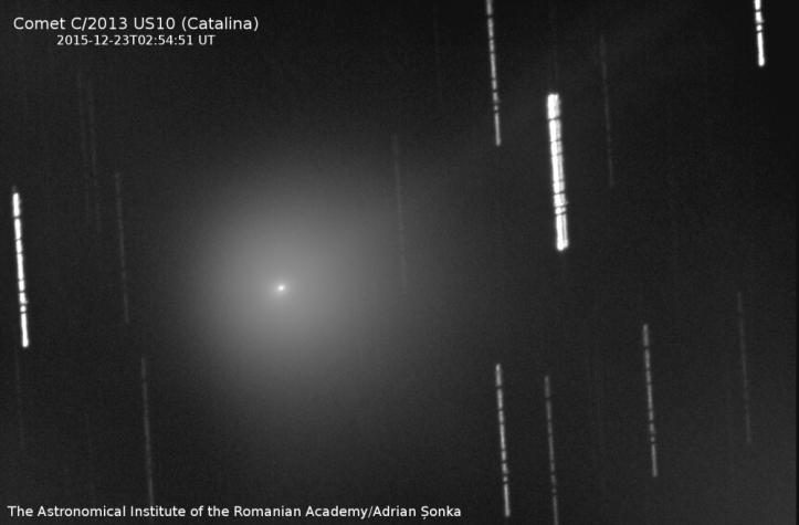 Cometa C/2013 US10 (Catalina). Imaginea este suma a 60 de imagini a 30 de secunde expunere fiecare