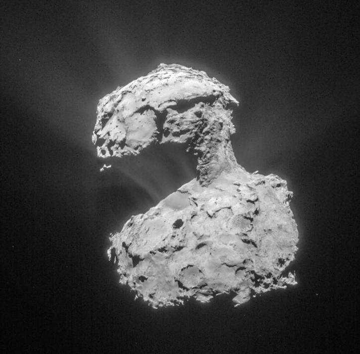 Nucleul cometei 67P, un nucleu de patru ori mai mare decât cel al cometei 46P. Foto: ESA/Rosetta/NAVCAM