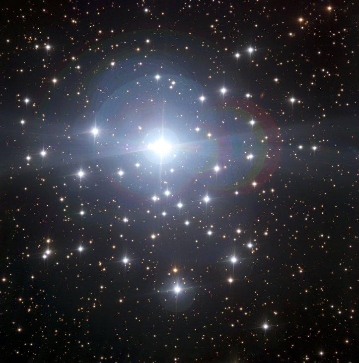 Roiul stelar din preajma stelei tau Canis Majoris. Foto: ESO