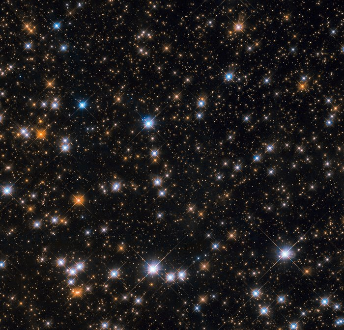 In imagine: o parte din roiul stelar Messier 11. Fiecare punct luminos este o... stea. Foto: ESA/Hubble & NASA, P. Dobbie et al.
